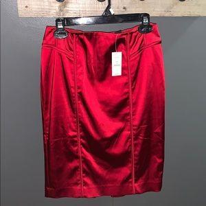 ❤️NWT Red Satin Skirt . Knee length . Size 4 ❤️